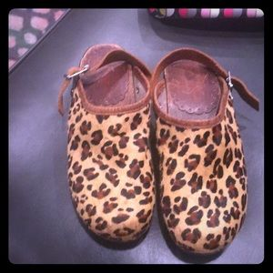 Hanna Andersson leather clogs size 35 gorgeous